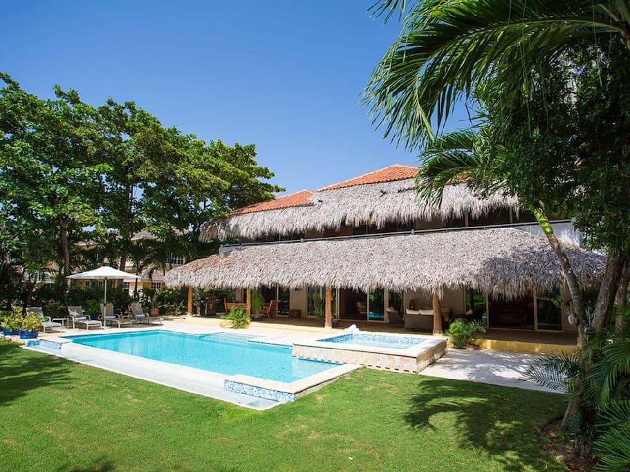 Villa Los Ensueños – Luxury villa right on the La Cana golf course - Everything Punta Cana