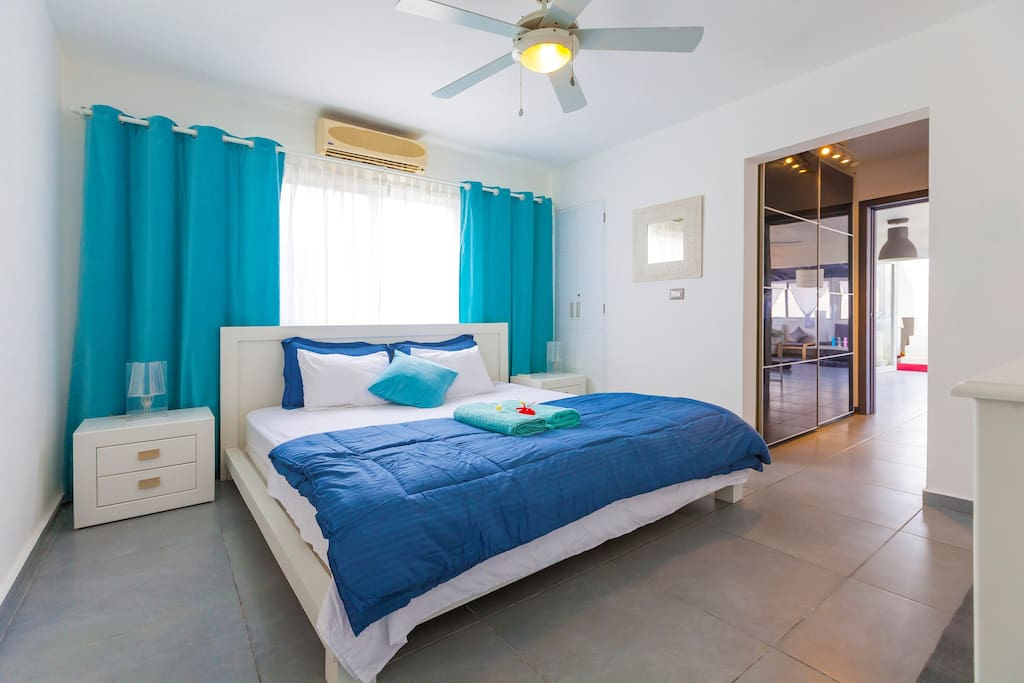 Nice, comfortable, clean, fresh, big bed. That's what helps you to sleep well with comfort and enjoy your stay. There are a super big bed, sideboard tables, ceiling fan and en-suite bathroom in this Master bedroom.