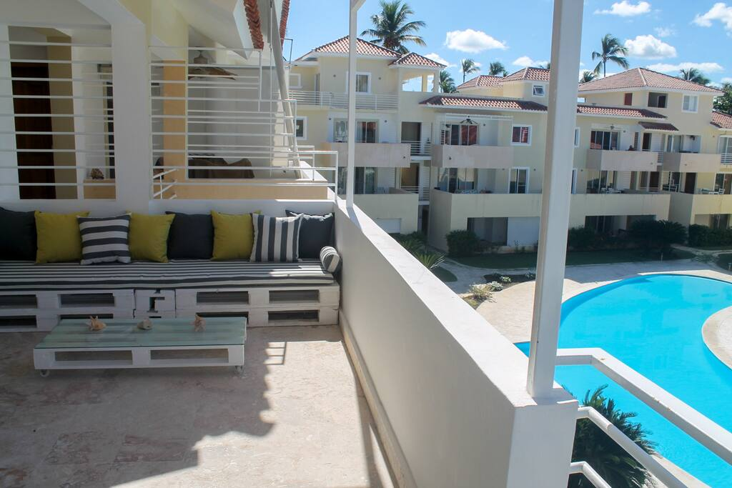 Large terrace overlooking the residential common Pool!