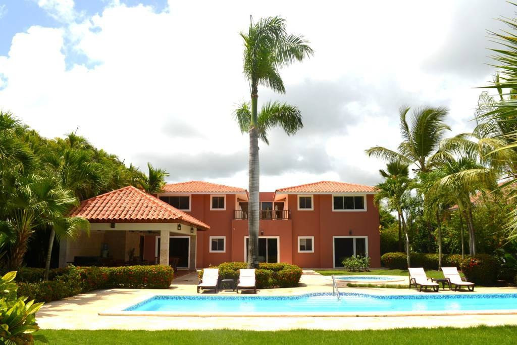 The stunning Villa is located in the heart of a Golf club near the ocean. Book and enjoy your perfect tropical vacation.