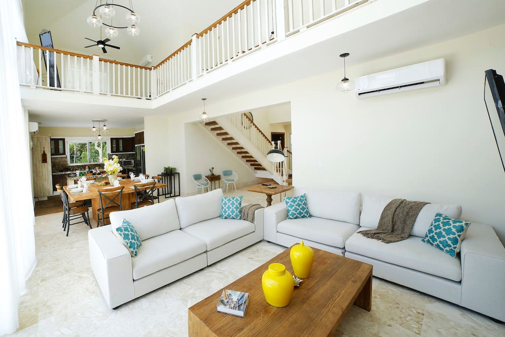What a spacious and beautiful living room!