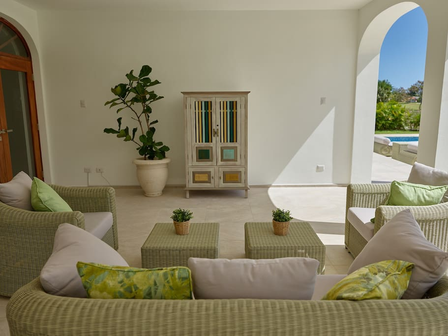Luxury Villa 339 Cocotal Golf, 5BR, Maid, Pool & BBQ - Everything Punta Cana
