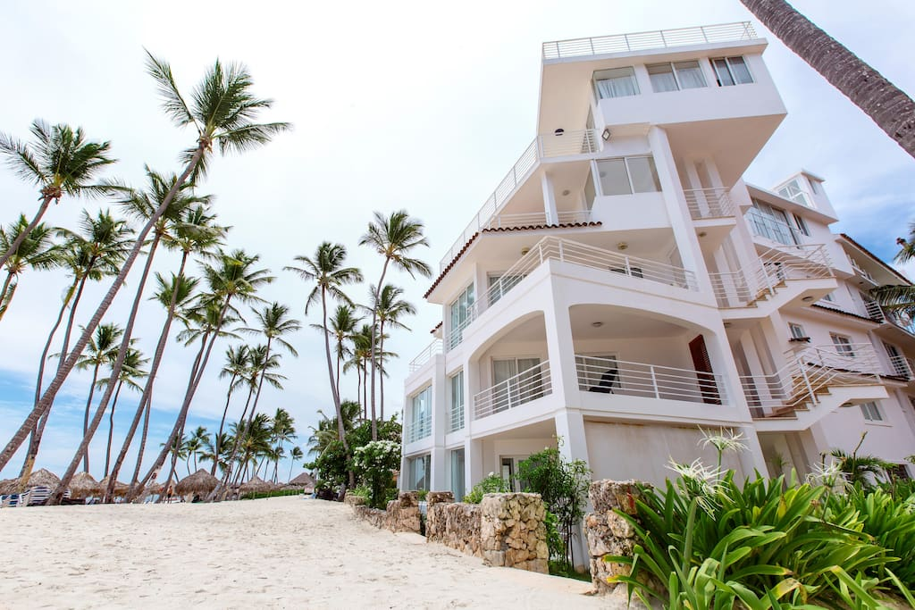 Beach Front Condo with Ocean View for rent in Punta Cana - Everything Punta Cana