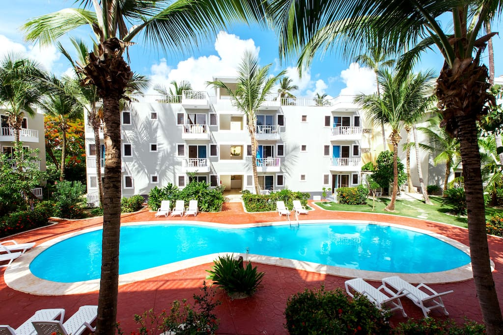 Penthouse D7 with Beach access & Pool View - Everything Punta Cana