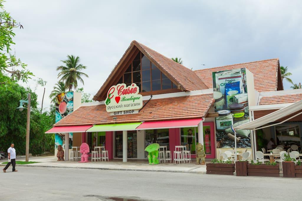 Several restaurants, 10 minutes walking distance