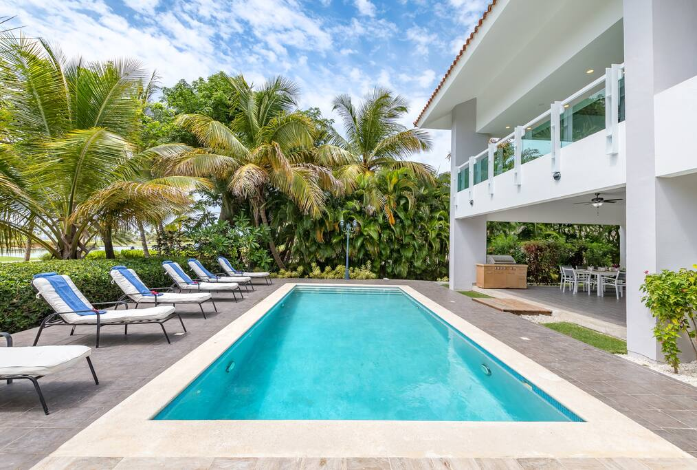 Enjoy a clean and nice swimming pool! Enjoy premium services from Everything Punta Cana