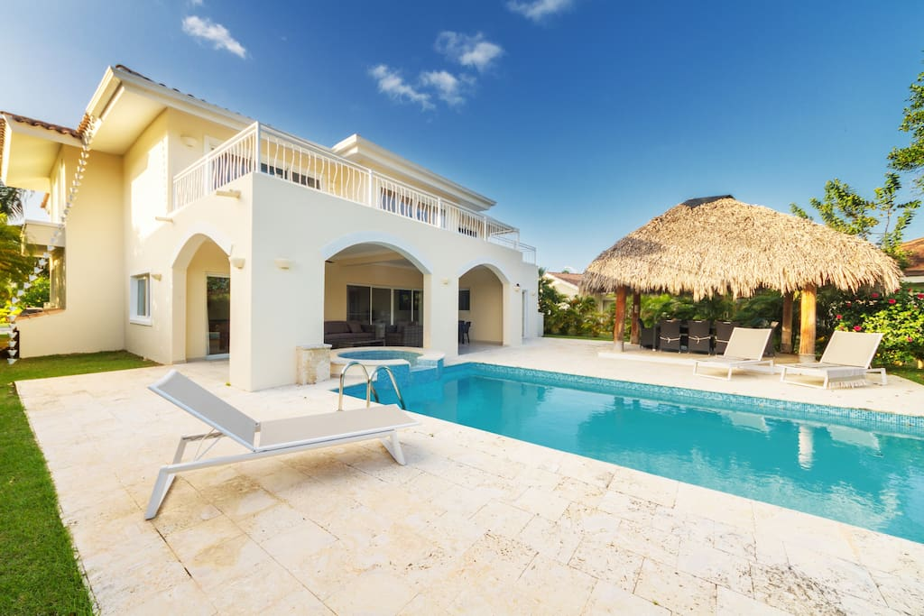 Luxurious villa for big companies with private swimming pool