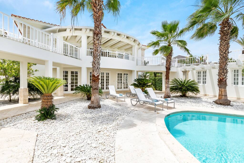 Welcome to this unrivaled villa! This is a great place to relax with family or friends!