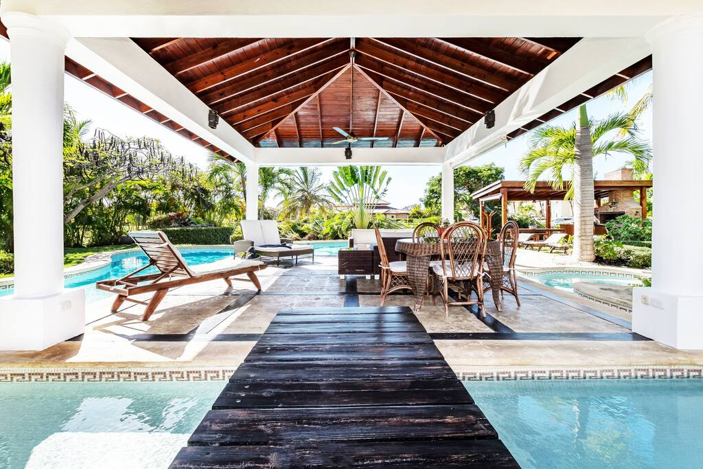 Come and enjoy the amazing relaxing atmosphere of this villa.