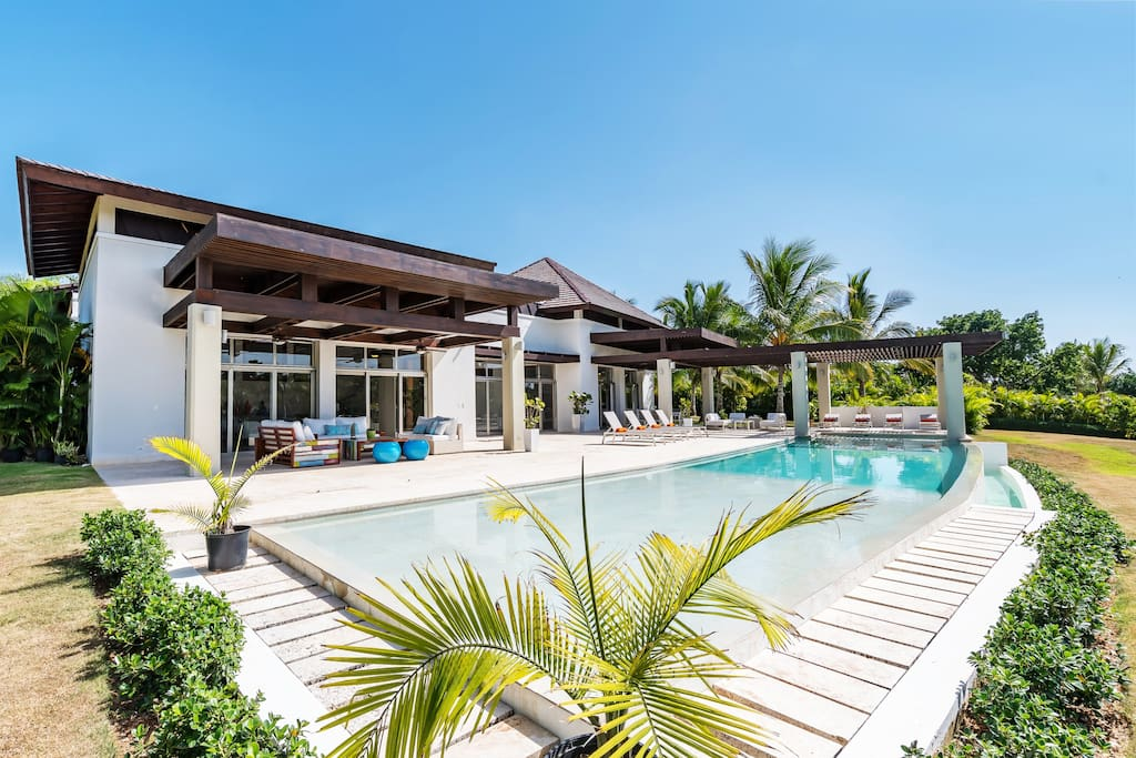 Amazing luxury villa with a private swimming pool!