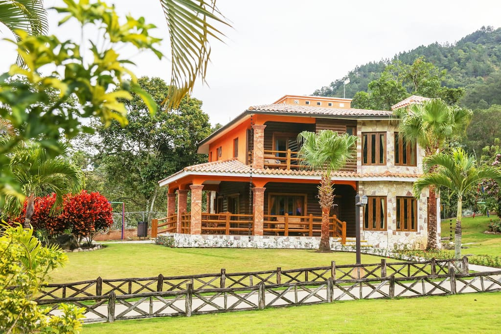 Luxury villa with pool in Jarabacoa - Everything Punta Cana