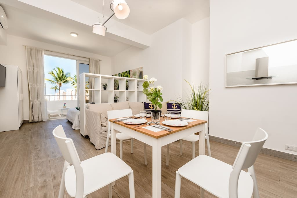 What about having lunch in this spacious and bright dining room?