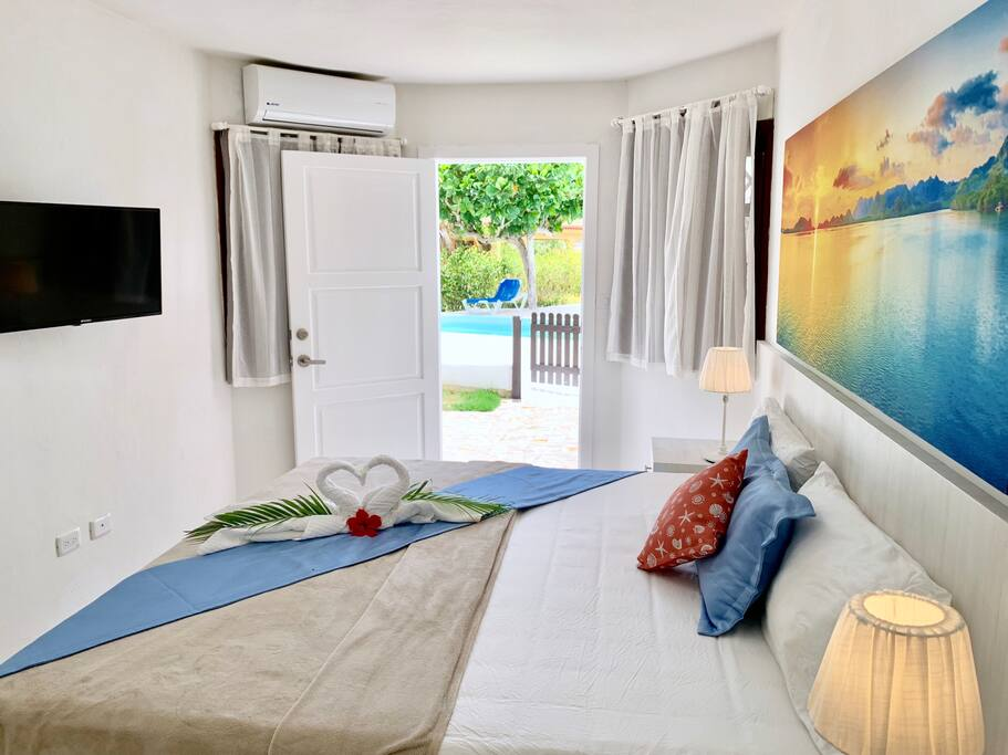 """Mariel said: """" We had an amazing experience! 100% recommended. The villa is super spacious, we were 8 and fitted comfortably. It is also close to the beach and has a lot of restaurants and bars nearby"""" ***** June 2017"""