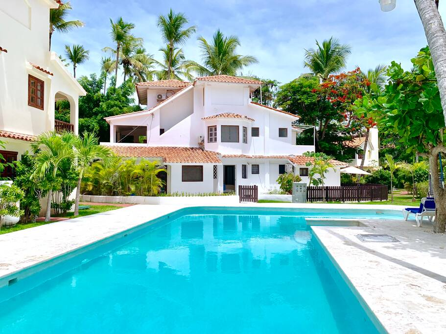 This amazing villa in Punta Cana is the best choice to have a great vacation here!  Just look at this swimming pool! It is impossible to pass by and not to swim!