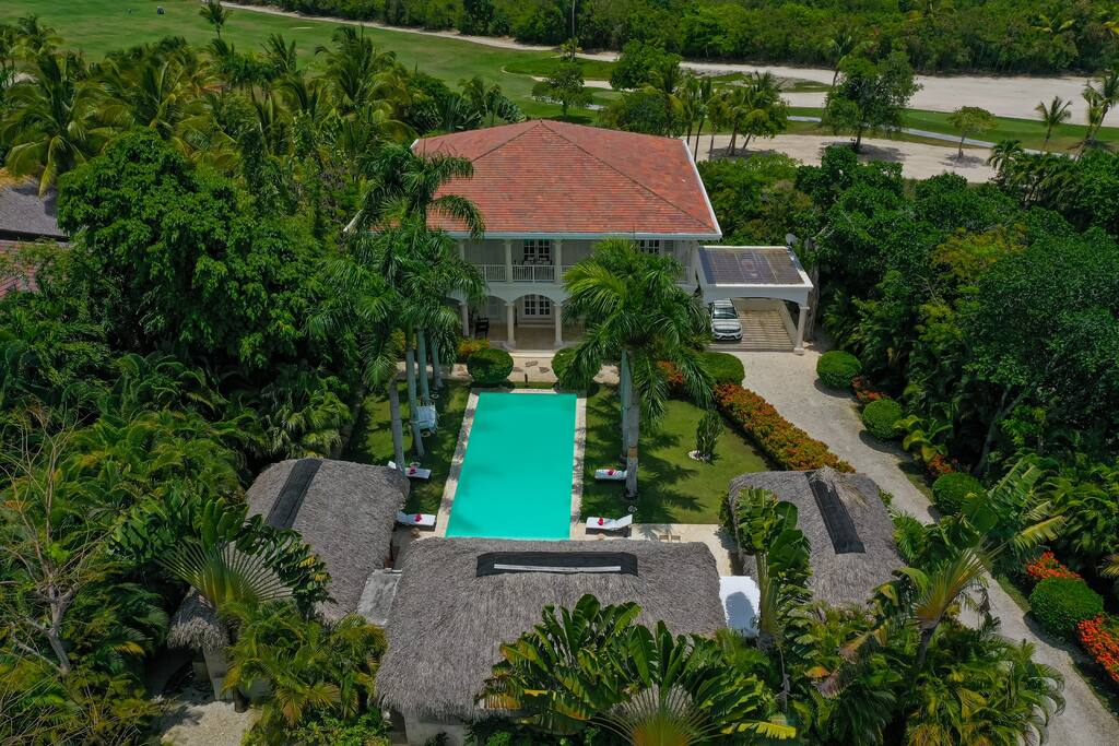 Luxury villa for rent in Punta Cana – near beach, with pool & maid - Everything Punta Cana