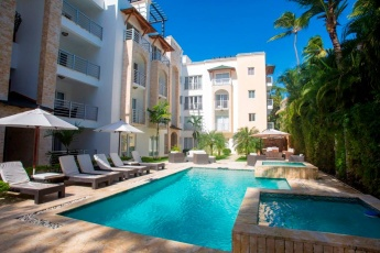 Super Centric Apartment. A few Steps from the Beach. DR