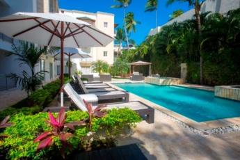 Gorgeous 3 Bedroom Beach Condo Suite E2