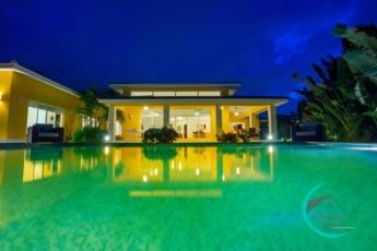 Luxury Villa 340 Cocotal Golf, 4BR, Maid, Pool & BBQ