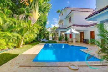 Luxury Villa in Los Corales (6BR, 9BT, Private Pool)