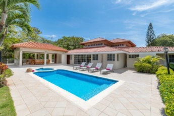 Casa de Campo villa for rent in Caribbean style — with pool, jacuzzi and volleyball net!