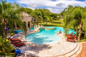 5-star villa for rent in Moroccan-style at Casa de Campo — large pool, jacuzzi, staff