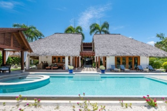 One of the best Cap Cana villas for rent – large pool, jacuzzi, chef, maid