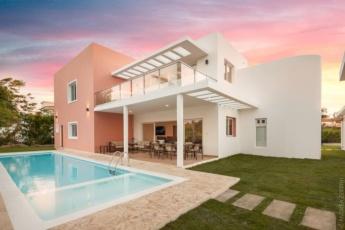 Modern Villa at Iberostar Bávaro Golf Club – With large area, pool, jacuzzi, BBQ, golf course