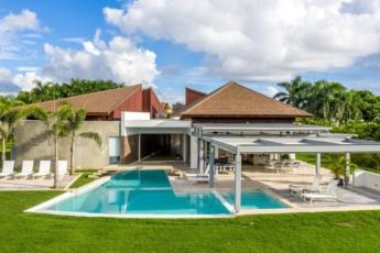 Amazing luxury villa for rent – pool, jacuzzi, golf cart, staff