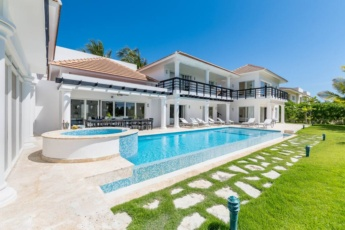 Villa for rent in Bavaro (Cocotal) — with jacuzzi, pool, lake and golf course