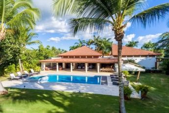 Luxury villa for rent in Punta Cana – top rated, pool, golf carts & staff