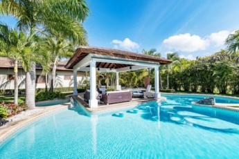 Luxury & Stunning Villa in Cocotal with Pool