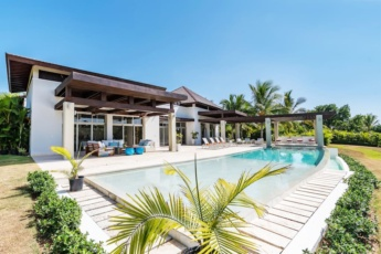 Casa de Campo villa for wedding or private events – Superb villa with huge lawn, pool, jacuzzi, golf cart, chef, butler & maid