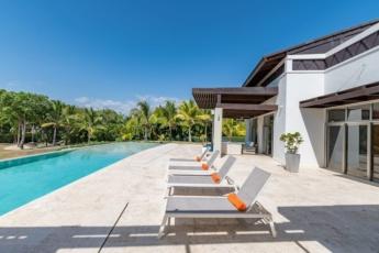 Amazing villa with pools, jacuzzis & staff