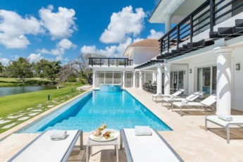Two Luxury Villas in Cocotal for Large Groups — With Jacuzzi, Pools, Gym