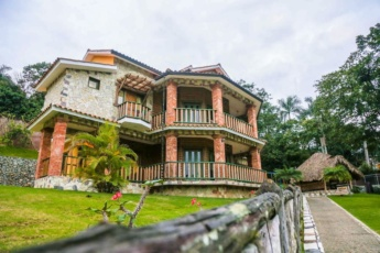Private villa with pools in guarded resort of Jarabacoa