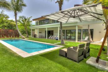 Villa for sale in Puntacana Resort & Club – Pool, garden, 2 levels, 5,000 sq. ft.