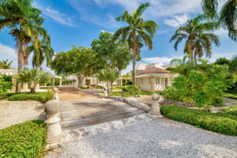 Luxury Villa for sale in Puntacana Resort and Club – 2 levels, 8,600 sq. ft. (800 m2)