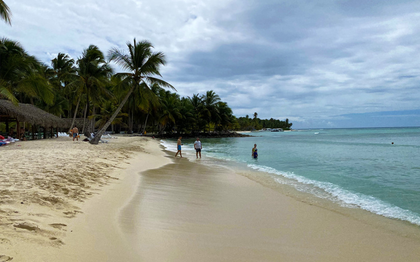 Saona Island beach with no aglae
